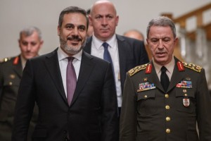 Head of Turkey's intelligence service, Hakan Fidan (L) and Chief of Staff General Hulusi Akar (R) speak as they arrive ahead of a press conference on October 10, 2016 in Istanbul. Putin visits Turkey on October 10 for talks with counterpart Recep Tayyip Erdogan, pushing forward ambitious joint energy projects as the two sides try to overcome a crisis in ties. / AFP PHOTO / OZAN KOSE