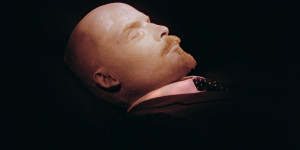 Photographed for the first time in 30 years, the embalmed body of Russian Bolshevik revolutionary leader and Soviet Union founder Vladimir Ilyich Lenin lies 28 October 1991 in the Mausoleum (built in 1930) bearing his name in Moscow's Red Square near Kremlin Palace. The body may be viewed by the public. (Photo credit should read /AFP/Getty Images)